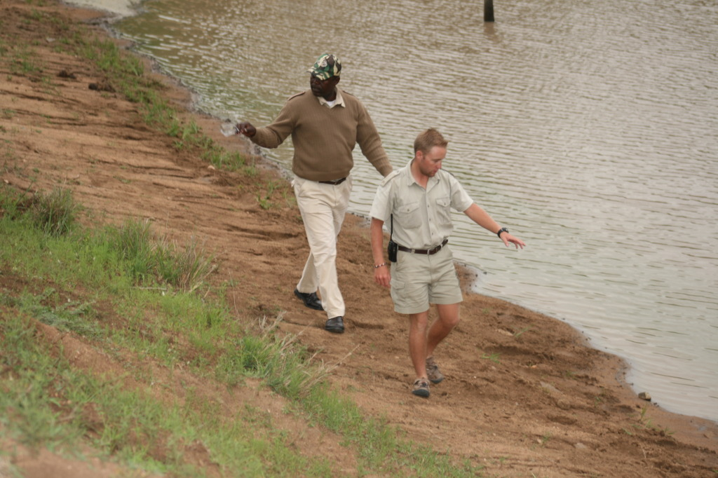 L-R: Loderick (Tracker) and Gareth (Ranger) tracking the lions