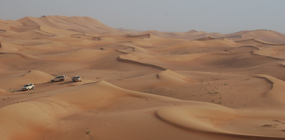 Dune bashing and belly dancing in Dubai