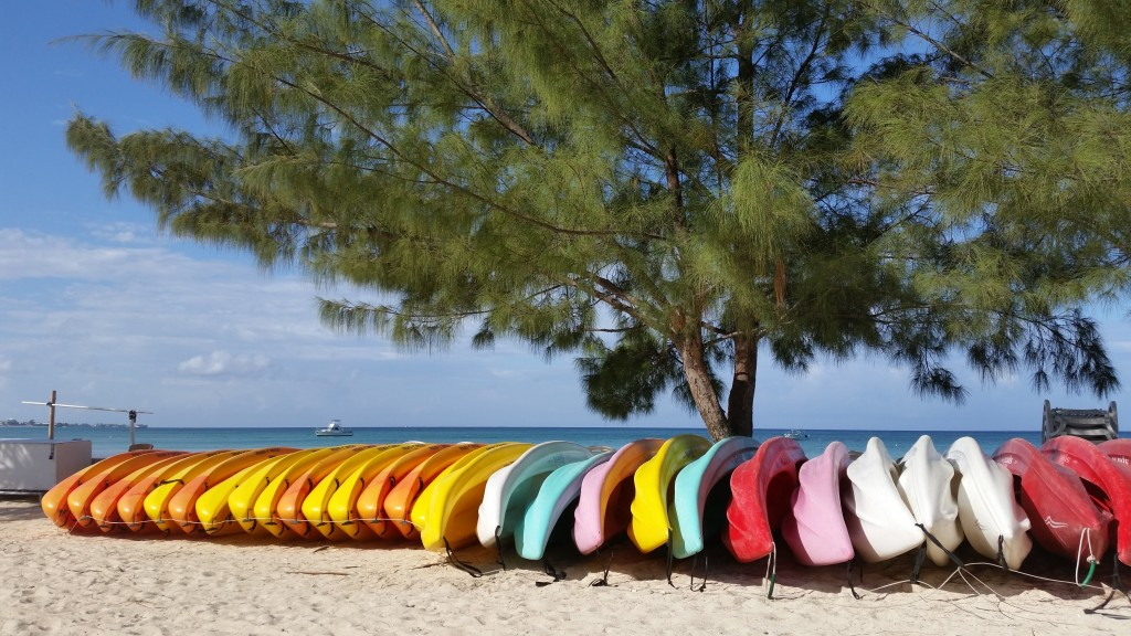 Colorful kayaks along Seven Mile Beach, Grand Cayman (Cayman Islands)