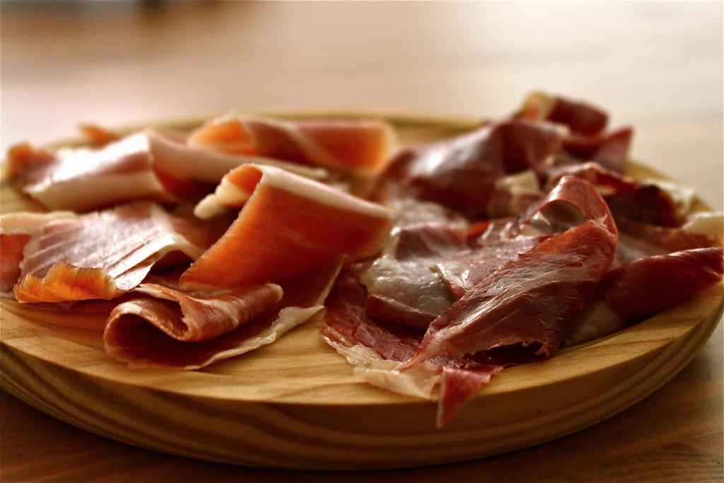 Cured ham (Image source: papaserra.files.wordpress)