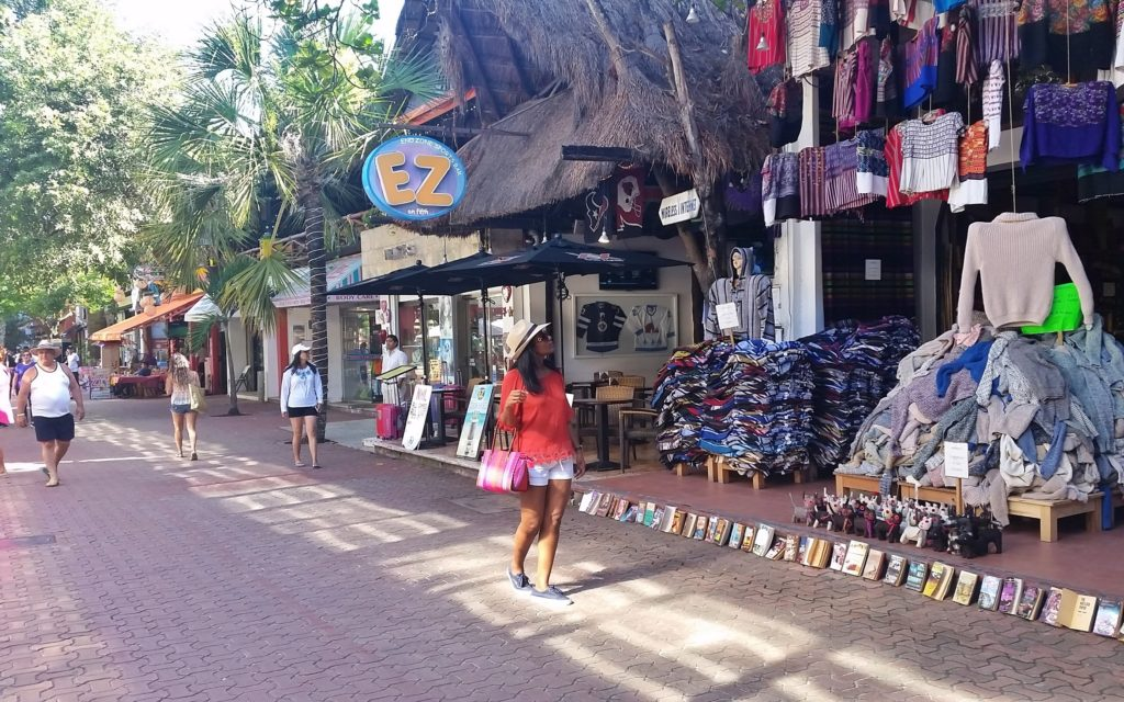 Shopping in Avenida Quinta, Mexico