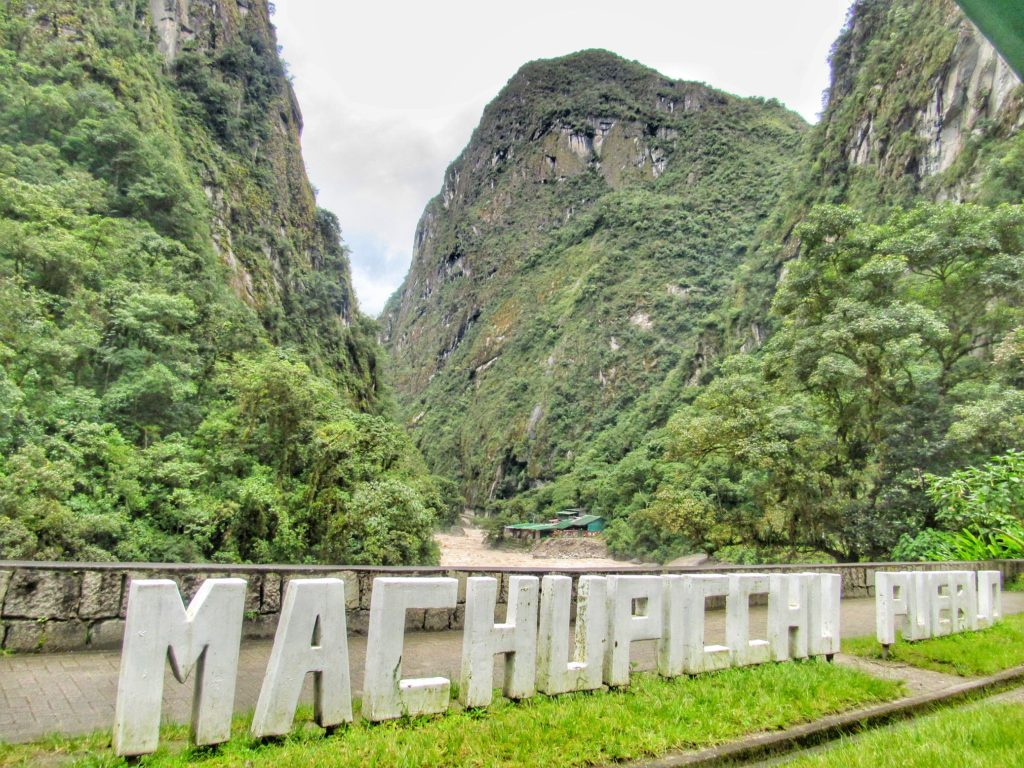 Sign og Machu PIcchu Town_Aguas Calientes_Peru